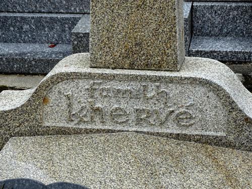 Les K barrés sur les documents et monuments Tombe-kerherve2