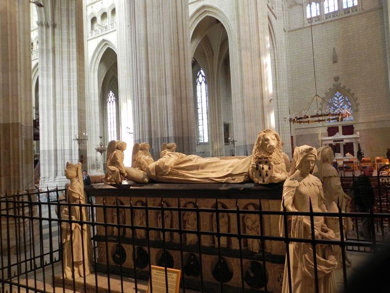 NANTES * NAUNTT * NAONED Cathedrale-tombeau3