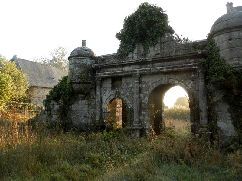 PLOUARET : réflexions mystiques et philosophiques Guernachanay-porche-2013-09